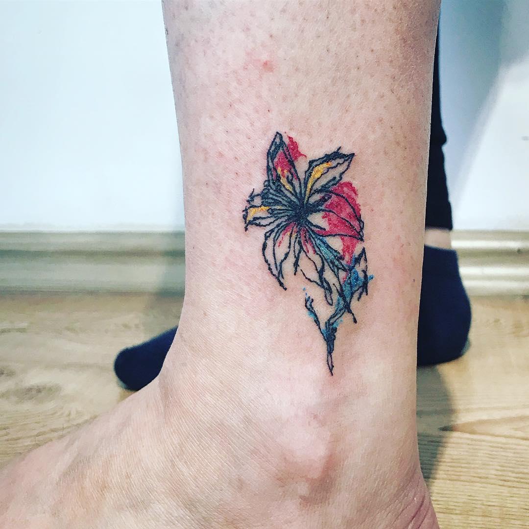 美体英文_做美体师的苏先生小臂水彩小花纹身图案